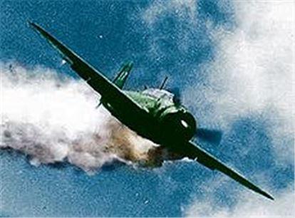 적 전함으로 돌진하는 카미카제 전투기(사진=위키피디아)