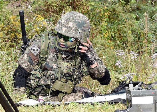 <h1>敵표적 정조준하는 JTAC요원은</h1>