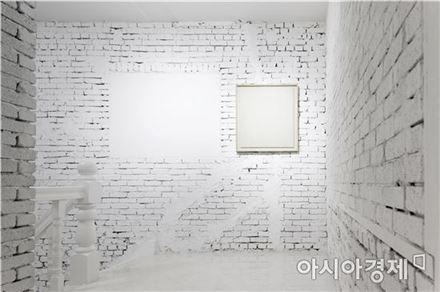 '차고 비고', 한지 액자, 70×75.7㎝, 2017 [사진=파라다이스집 제공]