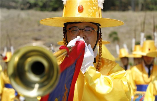 <h1>군사외교관 '육군 군악대'… 군기 살려주는 이들의 음악</h1>