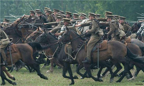 1차대전에 참전한 기병대 모습(사진=영화 '워호스' 캡쳐)