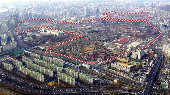 용산국가공원이 조성되는 미군기지 일대(빨간선 안, 국토교통부 제공)