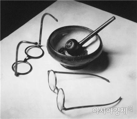 몬드리안의 안경과 파이프, 1926