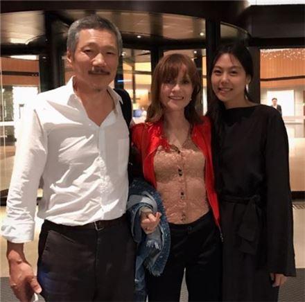 왼쪽부터 영화감독 홍상수와 배우 이자벨 위페르, 김민희/사진=이자벨 위페르 인스타그램 캡처