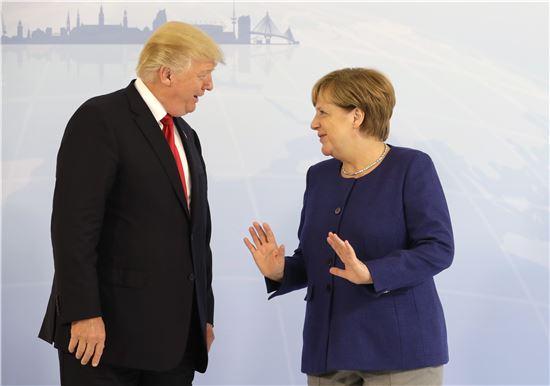 트럼프 대통령(왼쪽)과 메르켈 총리(사진=AP연합뉴스)