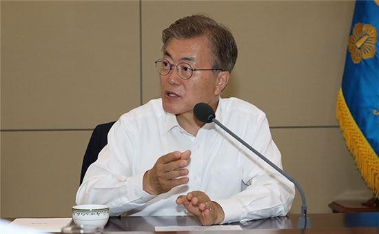 """文 대통령 """"최저임금 1만 원은 사람답게 살 권리를 상징""""(종합)"""