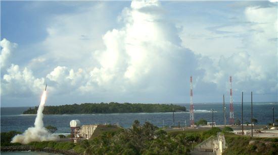 미국 미사일 방어국은 11일(현지시간)북한의 대륙간탄도미사일(ICBM) '화성-14형'을 겨냥한 사드 요격시험에 성공했다고 발표했다. 사진 = U.S missile defense agency