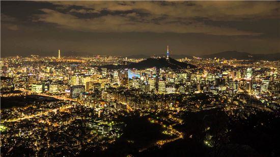 서울 도심 야경. 어두운 하늘에 별보다 더 밝은 빛을 도심 속 조명들이 발하고 있다. 사진 = SEOUL VIEW 영상 캡쳐