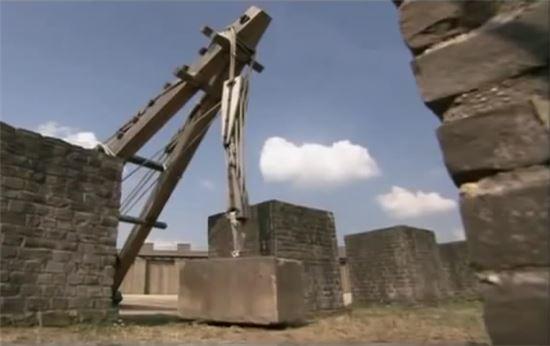 복원한 고대 거중기 모습(사진=히스토리채널)