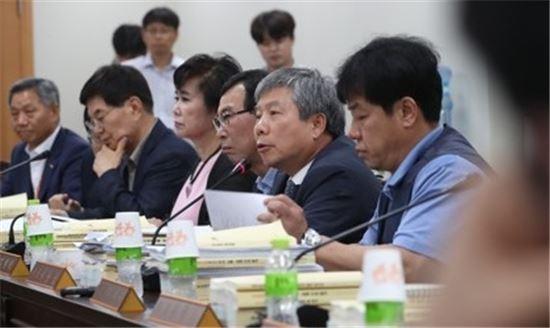 지난 15일 오후 정부세종청사 고용노동부에서 열린 최저임금위원회 11차 전원회의 모습(사진=연합뉴스)