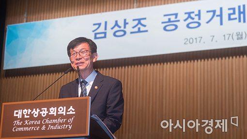 김상조 가맹 대책 발표 앞둔 공정위, 롯데리아·BHC 현장조사 나섰다