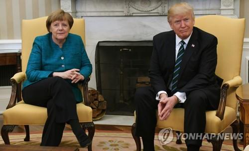 지난 3월 앙겔라 메르켈 총리 방미 당시 도널드 트럼프 미국 대통령이 악수 요청을 거부했다. 사진=연합뉴스 제공