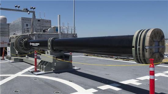 미 해군이 2016년 공개했던 레일건 모습(사진=위키피디아)