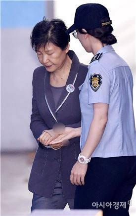 [세월호 문서조작]朴 구속 만기 앞두고…靑 발표 시점 논란