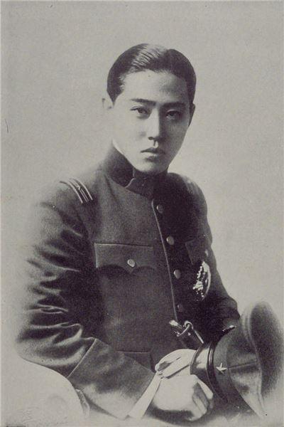 이우 왕자가 일본군에 복무당시 모습(사진=위키피디아)