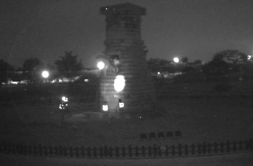 술에 취한 여대생 3명이 경북 경주에 위치한 첨성대에서 기념사진을 찍다가 경찰에 붙잡혔다./사진=경주 CCTV 관제센터