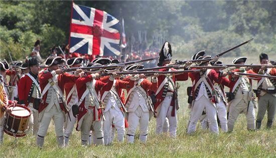 미국 독립전쟁 당시 영국군 레드코트 복장을 재현한 모습(사진=위키피디아)