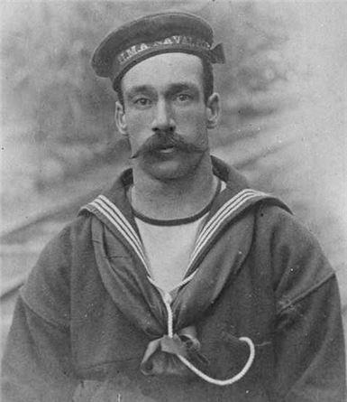 19세기 영국 수병이 입던 세일러복(사진=위키피디아)