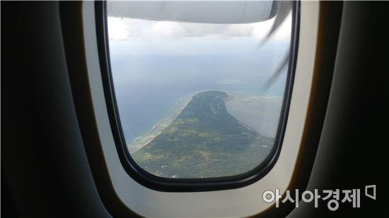 ▲비행기 안에서 보이는 통가타푸. 통가왕국의 가장 큰 섬이다.