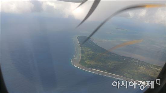 ▲통가의 작은 섬들은 이미 해수면 상승으로 잠겨들고 있다. 항공기에서 본 통가타푸.