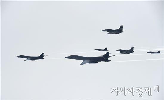 미국의 장거리전략폭격기 B-1B '랜서'