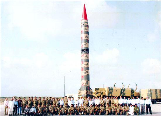 2004년 3월 최초로 시험발사에 성공한 파키스탄 핵미사일 샤힌 2호의 모습. 사진 = pakistanarmy