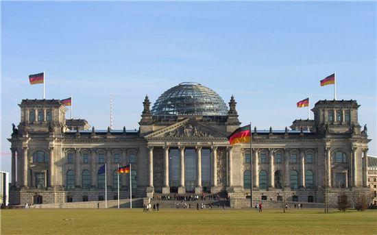 독일 베를린에 있는 연방의회(Deutscher Bundestag) 건물 전경. 사진 = bundestag