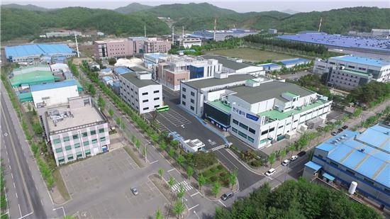 세종시에 위치한 한국콜마 생명과학연구소와 제약 공장을 내려다 본 모습.