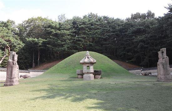 덕종의 능인 경릉(敬陵)의 모습(사진=위키피디아)