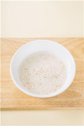 1. 쌀과 퀴노아는 물에 씻어 30분 정도 불린다.