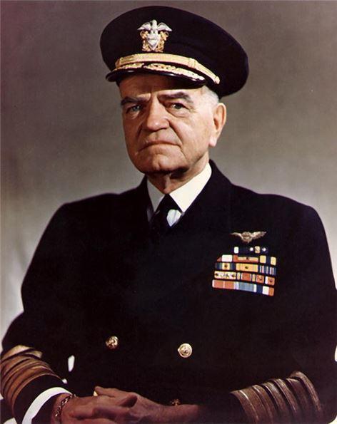 1944년 12월, 태풍 '코브라'와 마주쳤던 윌리엄 홀시 제독은 이듬해 6월에는 태풍 '코니'와 마주쳐 함대가 심각한 손상을 입는 바람에 2차례 군법회의에 소환됐었다.(사진=위키피디아)
