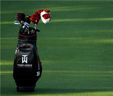 골프채는 최대 14개만 사용할 수 있다. 이를 어기면 홀 당 2벌타, 최대 4벌타다.