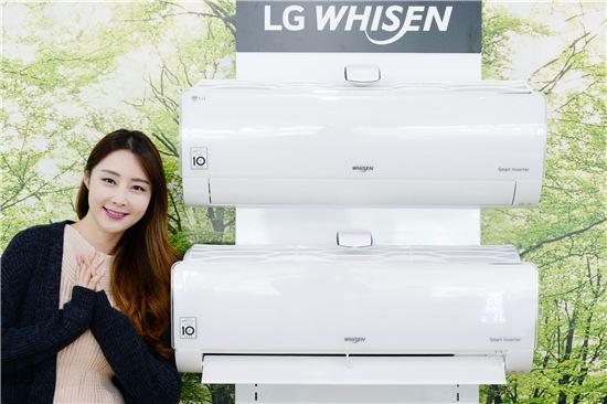 LG전자가 14일 냉방, 제습은 물론 난방, 공기청정 기능까지 동시에 갖춘 사계절 융복합 휘센 벽걸이 에어컨을 출시했다. 이 제품은 공기청정 기능으로 깨끗해진 공기를 여름에는 냉방 기능으로 시원하게, 가을과 겨울에는 난방 기능으로 따뜻하게 만들어 준다.