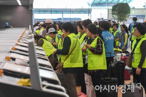 [포토]인천공항 제2여객터미널 자동수하물위탁 체험