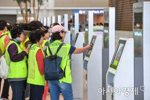 [포토]인천공항 제2여객터미널 체험하는 가상여행객들