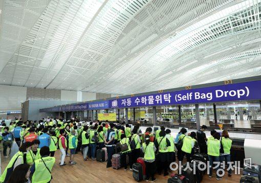 [포토]인천공항 제2여객터미널 자동수하물위탁 과정 시연