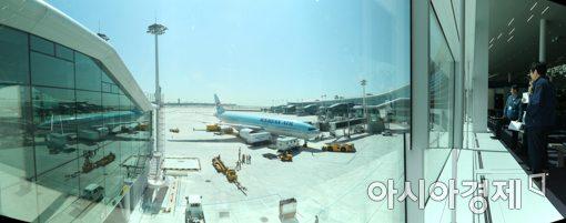 [포토]인천국제공항 제2여객터미널 활주로 항공기 접안