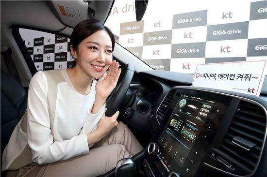 KT는 28일 서울 광화문 KT스퀘어에서 기자간담회를 열고 2022년 까지 커넥티드카 사업에서 매출 5000억원 달성 목표와 자동차 소프트웨어 전문사업자로서 도약하겠다는 비전을 발표했다.