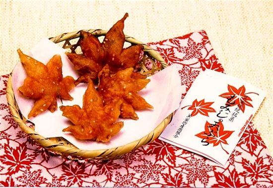 일본 오사카의 대표 가을간식인 단풍잎 튀김 모습(사진=오사카부 미노오시 관광협회)