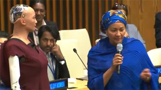 인공지능 로봇 소피아와 대화를 나누는 모하메드 유엔 사무부총장 (사진 = 유투브 캡처)