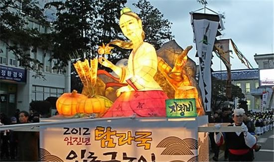 제주도 탐라국 입춘굿놀이 축제에 나온 자청비 등 모습(사진=연합뉴스)