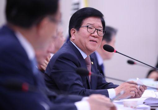 [이미지출처=연합뉴스]질의하는 박병석 의원