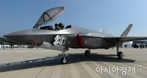 <h1>[포토]아덱스에 F-35 전투기</h1>