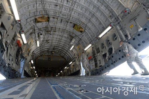 <h1>[포토]C-17 글로브마스터 전략 수송기의 복잡한 내부</h1>