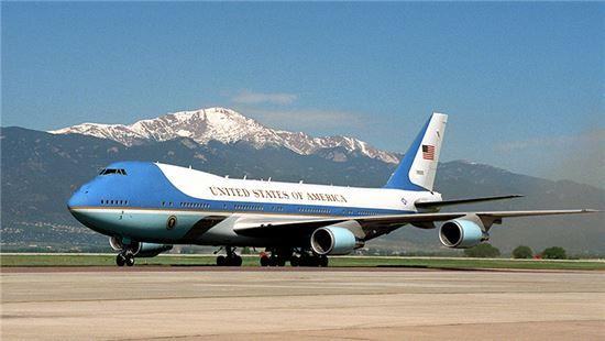 에어포스원(Air Force One)은 미국 대통령의 전용기를 지칭하는 항공 교통 관제 호출 부호로, 정식 명칭은  VC-25A 이다. 사진 = whitehouse