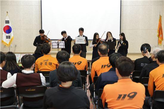 서초소방관 위한 신동중학생들 공연