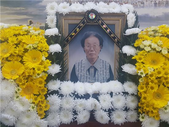충남 당진장례예식장에 모셔진 일본군 위안부 피해자인 이기정 할머니의 영정. 사진=연합뉴스