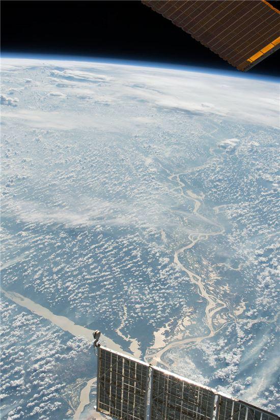 ▲국제우주정거장에서 포착한 아마존 강.[사진제공=NASA]