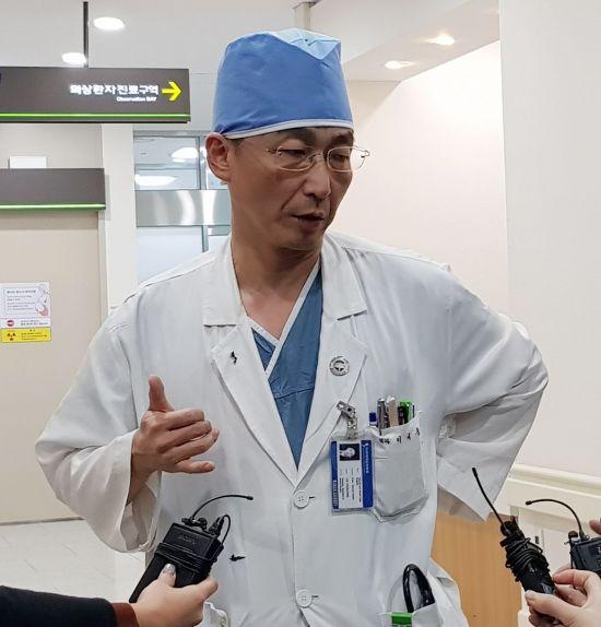 """이국종 교수 """"한국 사회안전망 문제 있어…정의 아냐"""""""
