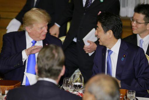 [이미지출처=AP연합뉴스]도널드 트럼프 미국 대통령과 아베 신조 일본 총리